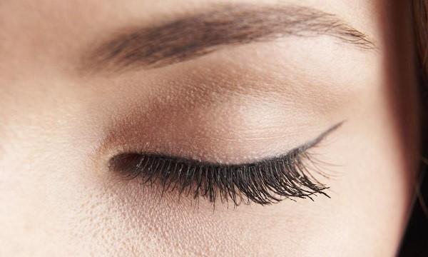 عمل جراحی پلک چشم