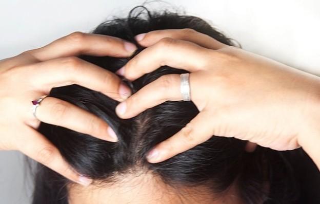 پوست سر خود را ماساژ دهید